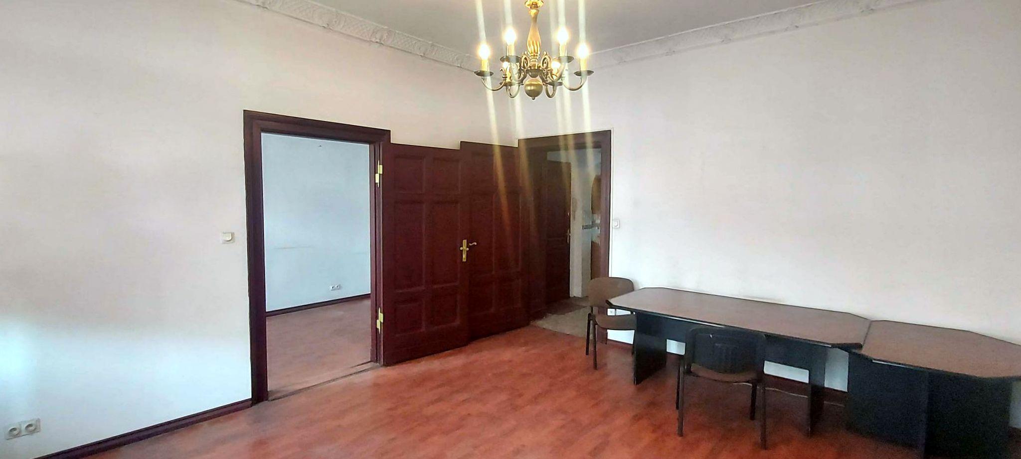 3 pokoje w centrum zrewitalizowane 1 piętro klimatyzacja 2 wejścia idealne na biuro, kancelarie